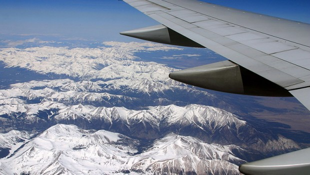 rocky_mountain_airplane_window